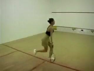 Beurette baisee sur un cours de squash Mature asian soles
