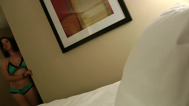Une bombasse lui offre son corps dans une chambre dhotel asian adult video samples