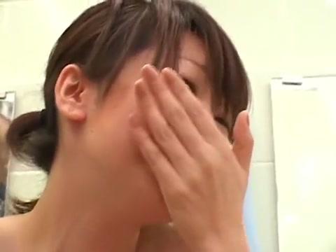 twenty women want one guy in the public bathhouse