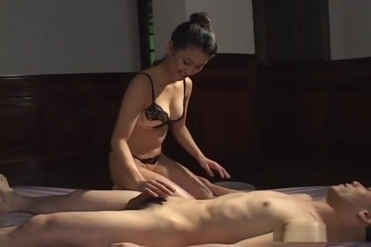 Yumi Shiondo In The Mood For Gentle Loving Hot sexy naked women having sex