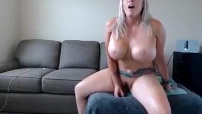 amateur valia flashing boobs on live webcam drunk and sleep sex