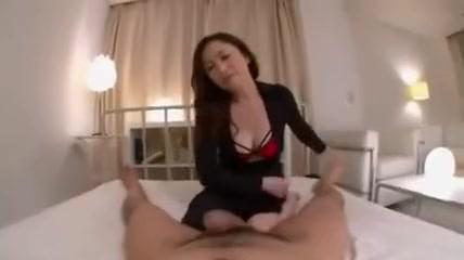 Belle milf japonaise monte sur une queue qui gicle dans sa chatte Twink slut masturbate cock and pissing