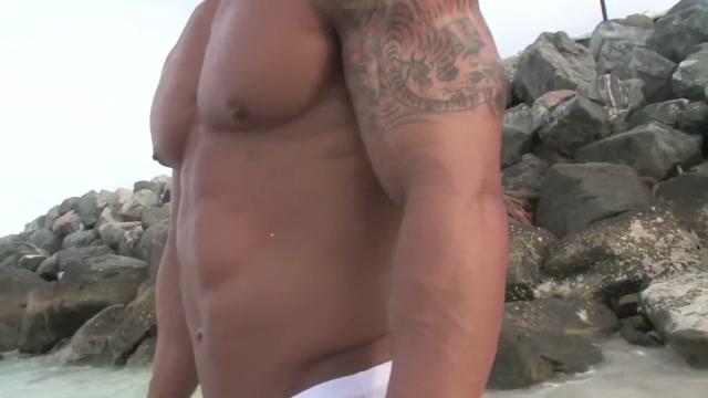 Handsome hot bodybuilder beach Speed dating roseville ca
