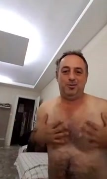 DAD Female twitch streamer shows naked boobs