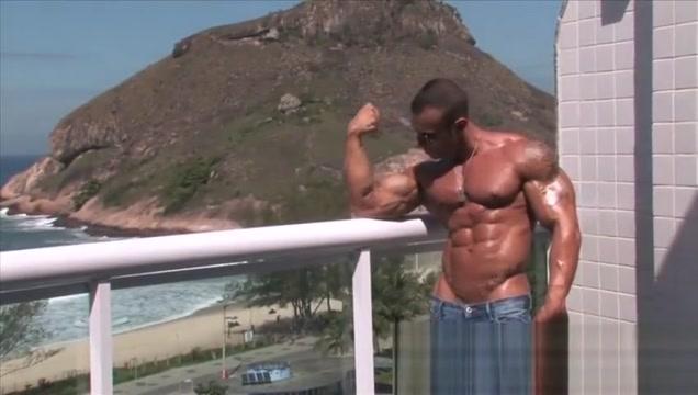 Gianlugi Nude shaved lick cock on beach