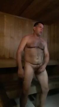 Dans un sauna un mec muscle se branle Hookup sportfishing