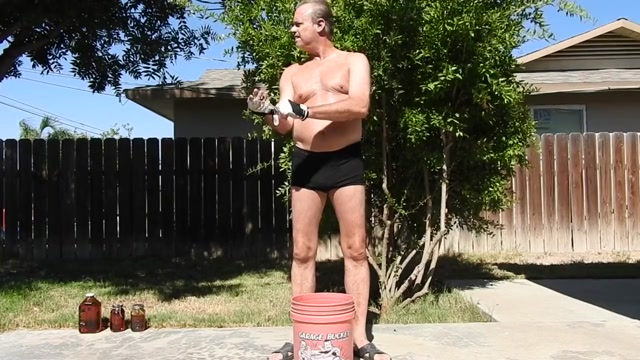 A daddy doing a sexy workout. Marcos Frota