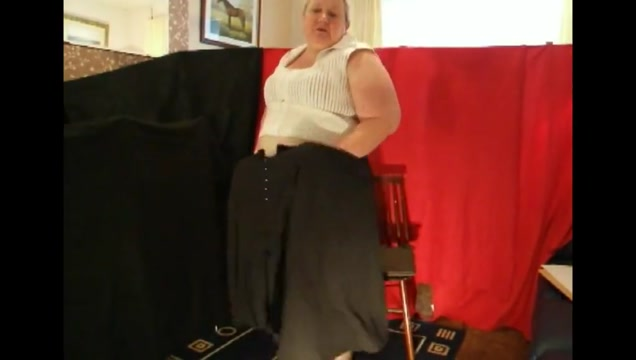 Aunty Jayne does a striptease Dating quest usa dollar