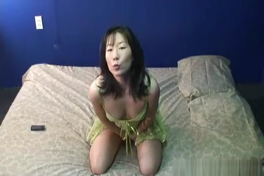 Amateur hairy pussy from Asia is fingered wildly