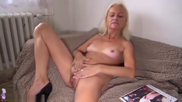 OldNanny Old lady licking pussy of a pretty girl Www free sexy chat com