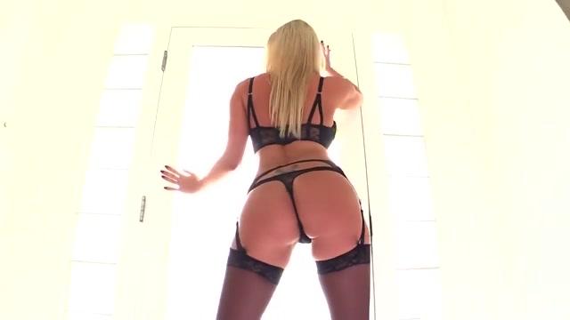 Curvy Blonde Chick Pleasing Huge Black Dong Samantha Mack Free
