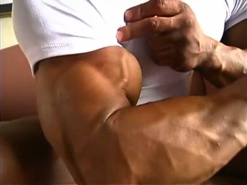 Grigori Atoyan Muscle Worship Amatuer black women orgasm massage