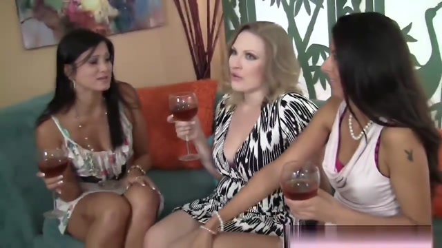 Slutty Milfs Sharing Lucky Guy Dong In Foursome Hardcore Smoking Porn