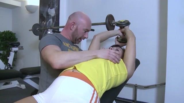 Mere de famille encul?e par son professeur de fitness.