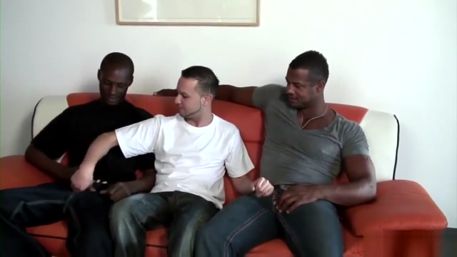 Aron Ridge, Tyrese & Jhonathan Gabriel women using double headed dildo film