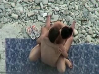 Jeune couple surpris en pleine baise a la plage. plage Nude teen anal sex gifs