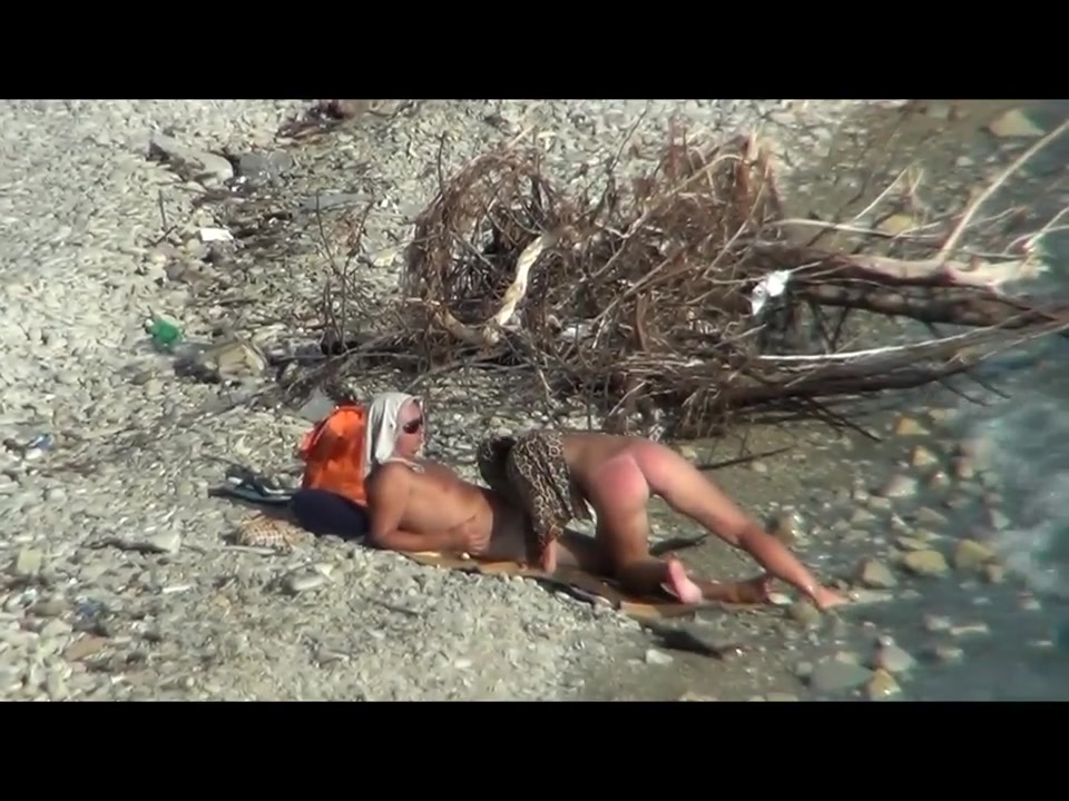 Couple fucking on a public beach, while walking past people Makineli Lwz