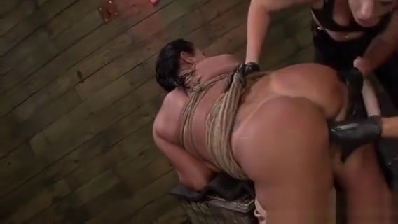 Slave Gal Gets Pussy Devored By Mischevious Mistress Stapon