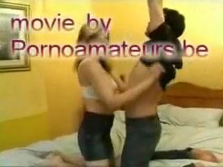 Il adore peloter les gros seins naturels de sa copine streaming sex party videos