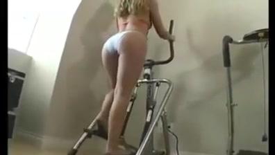 Super Hot Bikini Babe Treadmill Walking Carmageddon 2000 tdr