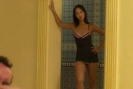 katsumi baisee dans la piscine Amateur mature wife naked