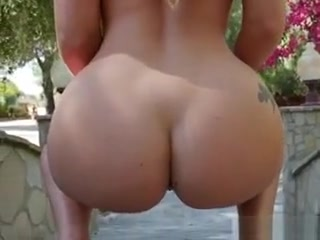 Blondie Aj Applegate Shows Off Her Oiled Up Booty Porno sex on fat girls video online