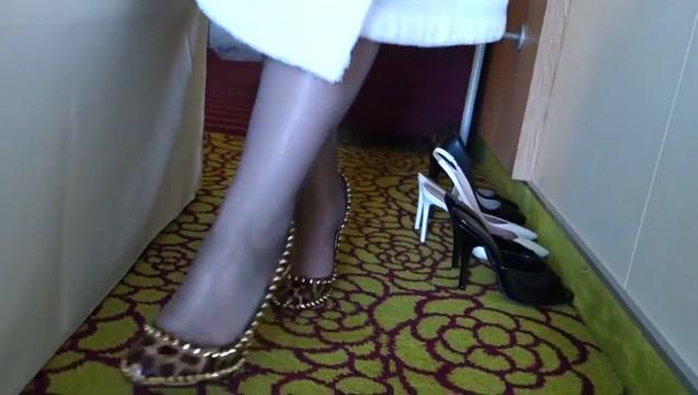Feet in Nylon - Video 32 bird missouri white breast