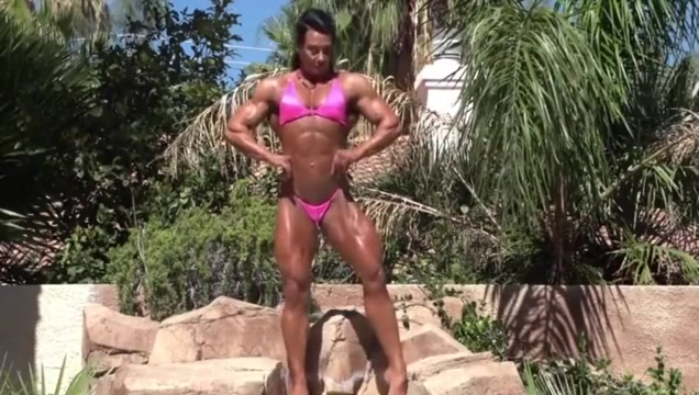 Sexy Muscle Goddess Posing and Flexing