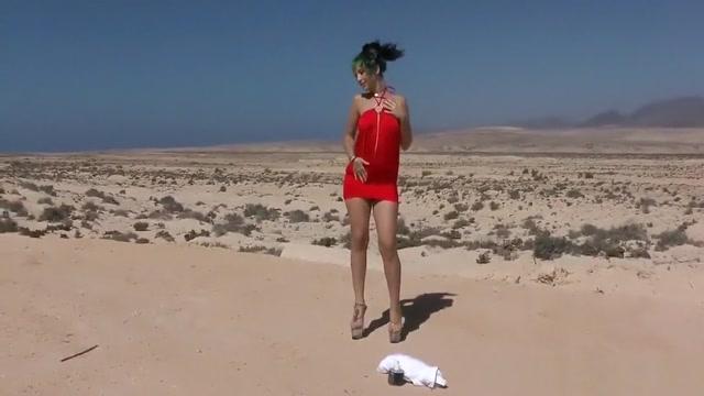 Proxy Paige Desafio da Garrafa de Vidro women bending over in jeans