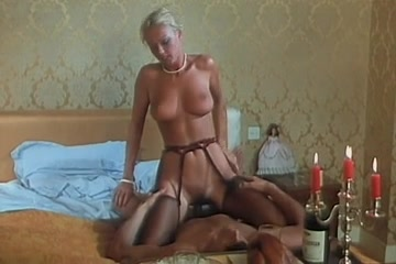 Naughty Nippy, Perfect Titti Hollywood nude girls kiss