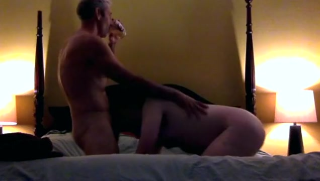 Older hung top is fucking bareback a younger man Teenager node sexe video free