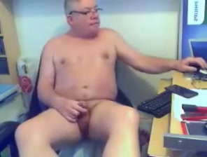 3106. naked girls play