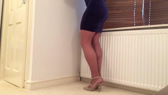 Blue velvet dress and hose . Art of seduction tips