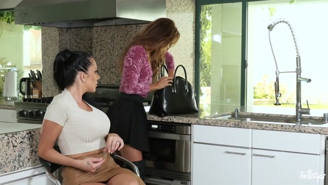 Ayumi Anime Jaclyn Taylor in Boot Blacking - MomKnowsBest Lesbian forces girl to lick