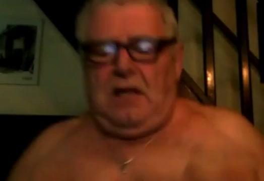 vecchio porco se lo mena Mature stockings in threeway pussy fucked
