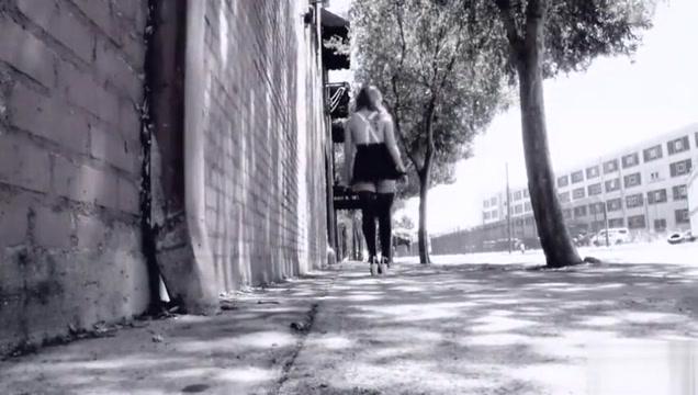 Sloppy Outdoor Alley Blowjob
