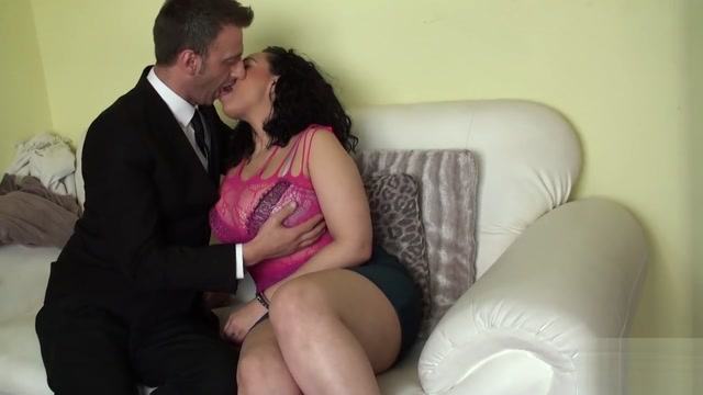 Curvy Brit Fingerfucked Rough After Oral Voyeur and amatuer sex pictures