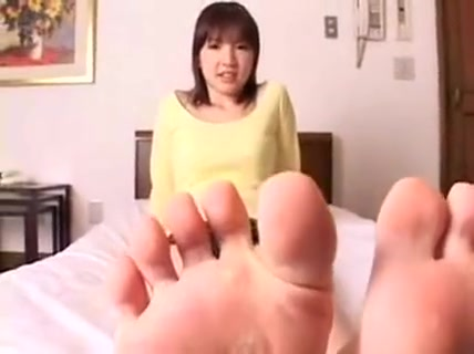 Sensuous Asian Babes Show Off Their Lovely Little Feet For Sugar where goimg down swinging