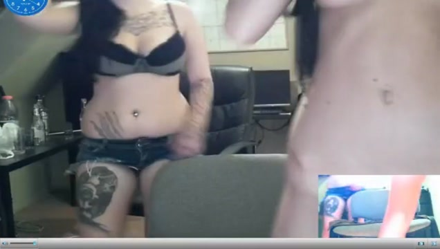 Dos chicas desnudas en la webcam songtext kiss me thru the phone
