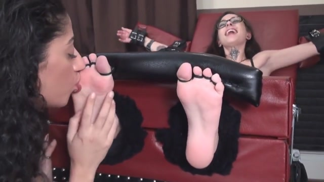 Lickle Tickle Toetie How to make a woman climax