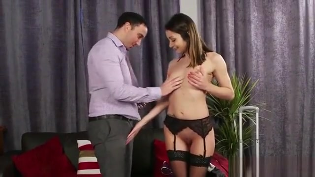 Frisky Looker Gets Cumshot On Her Face Sucking All The Load
