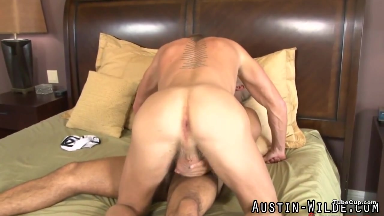 Muscly pornstar cums hard Miley cyrus uncensored pussy
