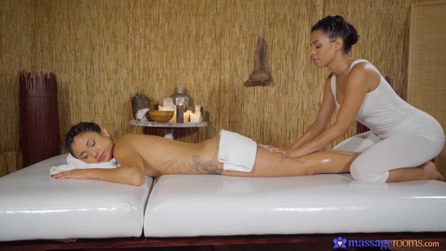 Sexy Oil Soaked Latina Lesbians - MassageRooms Japan man fuck pics