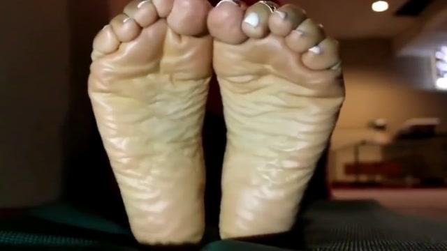 Meaty soles & toe scrunch SLO-MO Amateur bikini candid