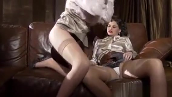 Fingering Glam Babe Wam Sex in a Balloon
