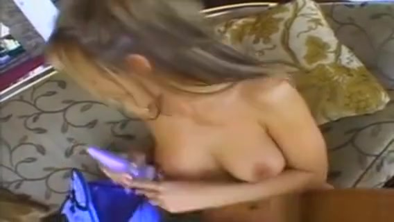This Cutie Lee Ann Sure Knows How To Look Good While Shes... Ukrainian free porn xvideos