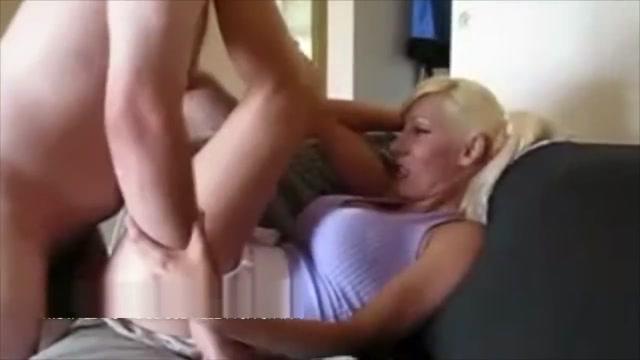 Biondina tettona si scopa sul divano il suo amante dotato asian food cooked in front of you
