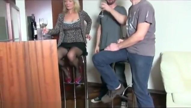 Reife Oldie Mama hat perversen Dreier im Hotel
