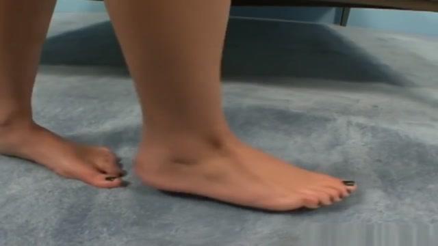 Seductive Pedicured Babe Gives Blow N Footjob Miley cyrus all naked