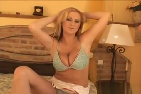 Naughty Babe Raises The Temperature With Her Sex-toy Toying